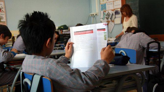 Els alumnes de sisè de Primària fan les proves de competències.