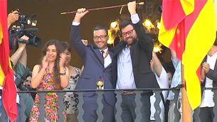 Els dos alcaldes d'aquesta legislatura saluden des del balcó de l'ajuntament de Palma