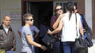 Familiars dels passatgers arribant a l'aeroport del Caire (EFE)