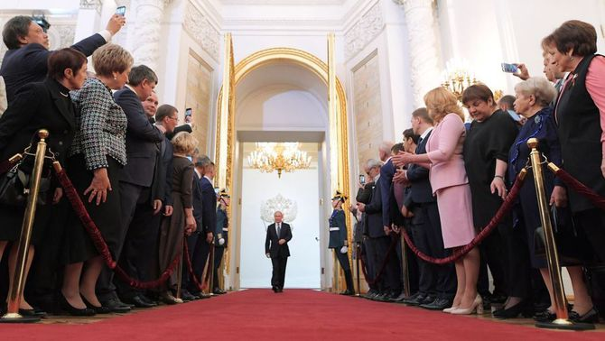 Putin assumeix la presidència per quarta vegada davant de 6.000 convidats al Kremlin