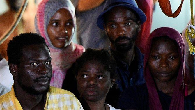 Espanya acollirà 15 migrants de l'Open Arms traslladats en l'Audaz