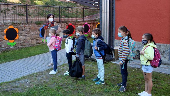 Balanç del segon dia d'escola: 17 grups confinats i 115 positius de Covid