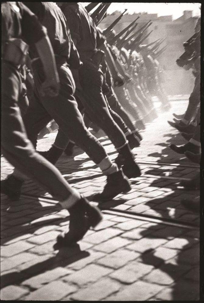 'El pas dels vencedors. Desfilada de la victòria franquista a Barcelona', 1939