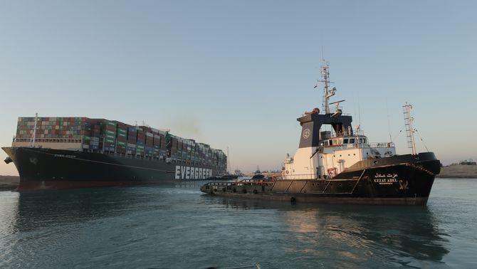 El canal de Suez restableix el trànsit després de reflotar l'Ever Given, sis dies encallat