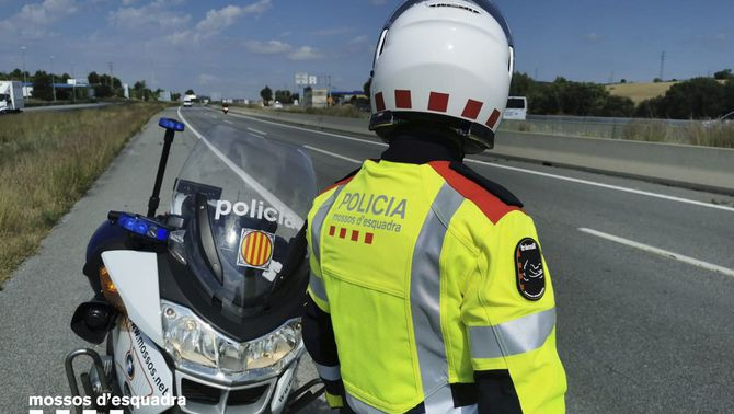 El detenen per circular 30 km contra direcció a l'AP-7 i li troben un cadàver al cotxe