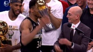 Imatge de:Els Bucks guanyen l'anell de campions de l'NBA