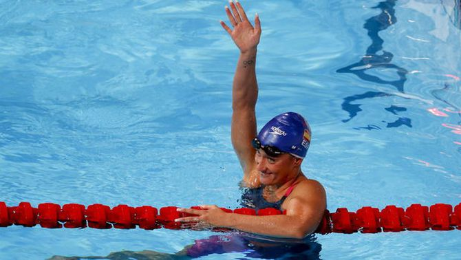 Mireia Belmonte es penja la medalla de plata en els 200 papallona amb rècord d'Espanya