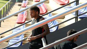 Neymar torna a Barcelona sense parlar del seu futur