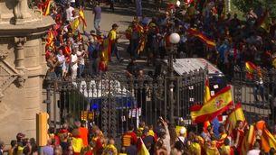 Agressions, enfrontaments i mobiliari urbà trencat el 8-O a Barcelona