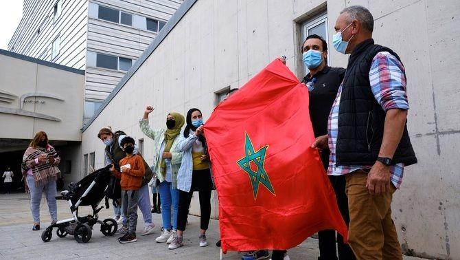 Ciutadans marroquins protesten a l'exterior de l'Hospital San Pedro de Logronyo