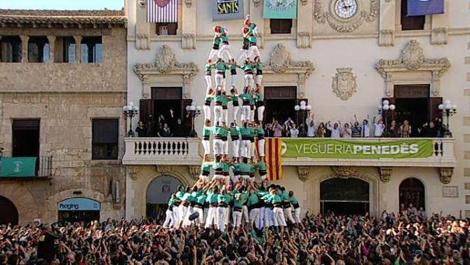 Els Castellers de Vilafranca descarreguen l'inèdit 7 de 9f i firmen la millor actuació de la història