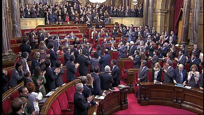El Parlament aprova amb 87 vots a favor, 43 en contra i 3 abstencions demanar la consulta a Madrid