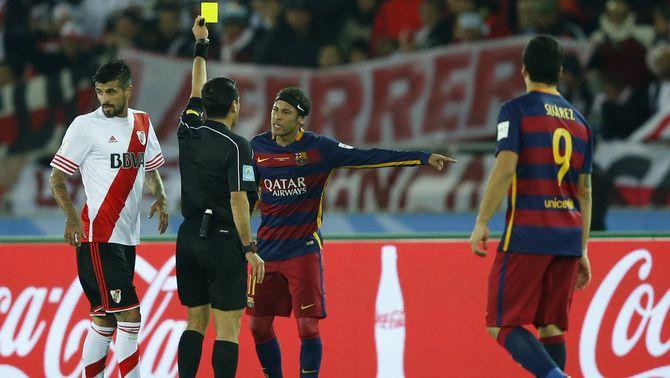 El Barça veu més targetes que el River Plate tot i fer la meitat de faltes que el seu rival