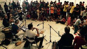 Jordi Savall en ple concert al camp de refugiats