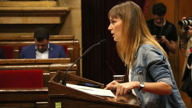 Jéssica Albiach, presidenta del grup parlamentaride Catalunya enComú-Podem, aquest matí, durant la seva intervenció al debat (ACN)