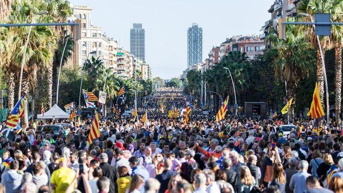 A Catalunya, 7 de cada 10 voldrien un referèndum, mentre que a Espanya, 3 de cada 10