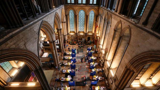 La catedral de Salisbury convertida en centre de vacunació