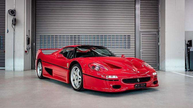 Sebastian Vettel ven part de la seva col·lecció de cotxes excepcionals