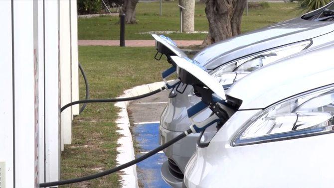 Europa vol que el 2035 els cotxes nous només siguin elèctrics o d'hidrogen