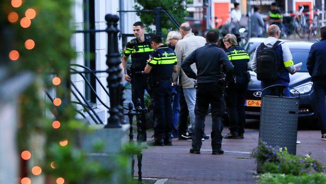 En estat crític el periodista d'investigació neerlandès De Vries, tirotejat a Amsterdam