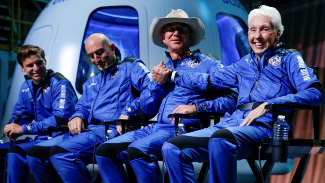 Els quatre passatgers del vol de Blue Origin a l'espai