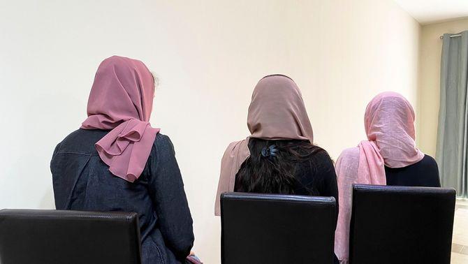 """Els talibans demanen a les dones que es quedin a casa """"per seguretat"""""""