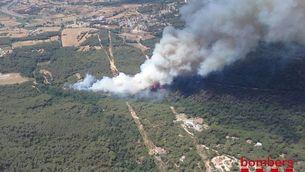 Vista aèria del foc de Blanes (Bombers)
