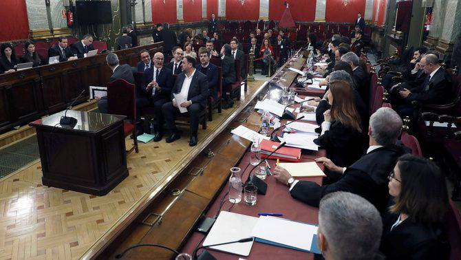 Day 1 of the Catalan independence trial in 10 sentences: the complaints of the defence counsels