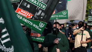 Manifestació del partit d'extrema dreta alemany Tercera Via el passat 3 d'octubre del 2020 (Reuters / Christian Mang)