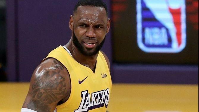 LeBron James li torna la cleca a Ibrahimovic