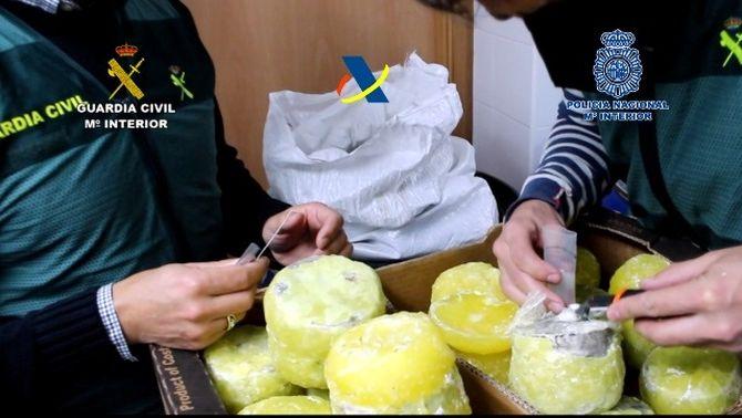 Cau una organització que entrava cocaïna a Espanya amagada en pinyes