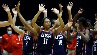 L'equip dels EUA saluda el públic
