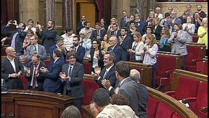 Diputats de Junts pel Sí i la CUP celebren l'aprovació de la llei
