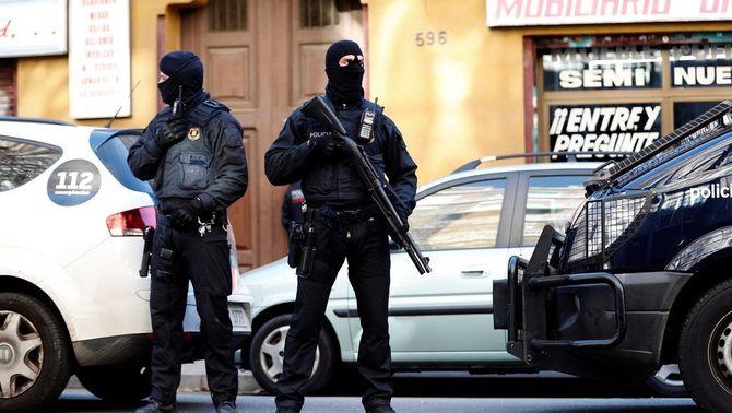 Operatiu dels Mossos al barri del Clot de Barcelona (EFE)