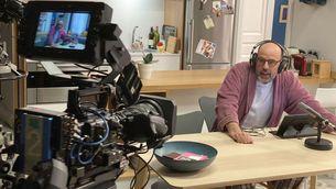 """Jordi Basté en un dels moments del rodatge al plató del """"Com si fos ahir"""""""