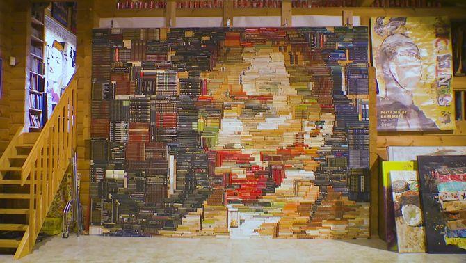 Retratar Van Gogh amb 2.400 llibres, l'obra de confinament d'un artista del Maresme