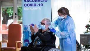 Josefa Pérez, que viu en una residència de gent gran a l'Hospitalet de Llobregat, va ser la primera persona a vacunar-se de la Covid a Catalunya