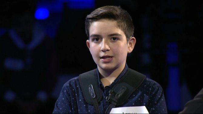 El nen que abraçava la música