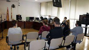 Els cinc acusats per la mort d'una nena a la piscina de Ripoll accepten un any de presó
