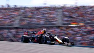Max Verstappen supera Lewis Hamilton en un final de cursa molt ajustat