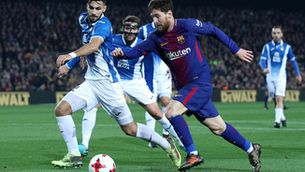 El Barça remunta contra un lluitador Espanyol (2-0)
