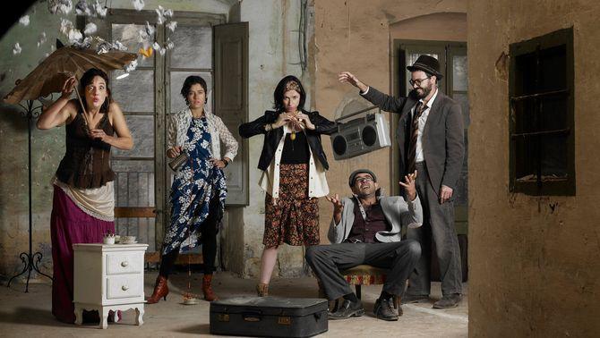 """El grup La Rateta ja no escombra l'escaleta reivindica la dona """"polièdrica"""" del segle XXI en el seu nou disc"""