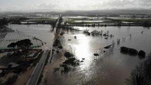 El pont de Verges sobre el Riu Ter totalment inundat