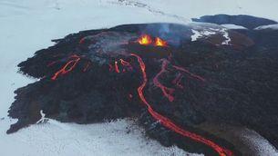 Foc i neu al volcà Fagradalsfjall