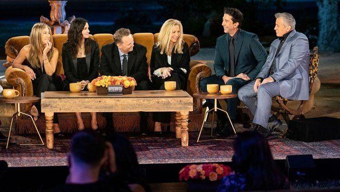 """""""Friends"""", una reunió a taula amb un setè protagonista: el menjar!"""