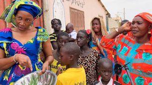 Alguns senegalesos viuen en camps de desplaçats