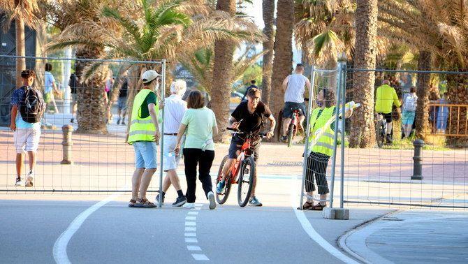 Accés restringit a la platja de la Nova Icària de Barcelona, el 2020