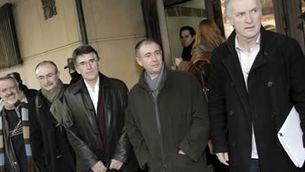 """Martxelo Otamendi i els altres quatre directius de l'""""Egunkaria"""". (Foto: EFE)"""