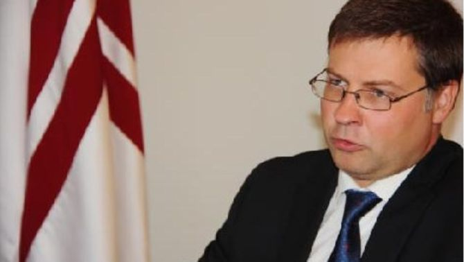 El primer ministre de Letònia, Valdis Dombrovskis, durant l'entrevista de l'ACN. (Foto: ACN)