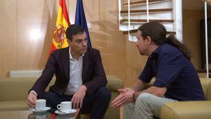 Pedro Sánchez i Pablo Iglesias en la reunió al Congrés